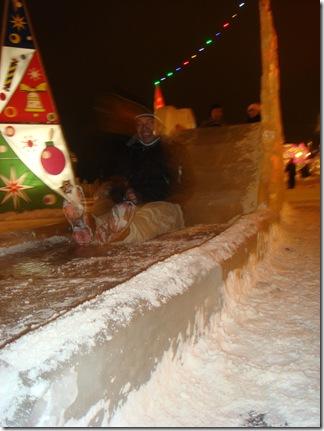 efenem happily sliding like no one's watchin