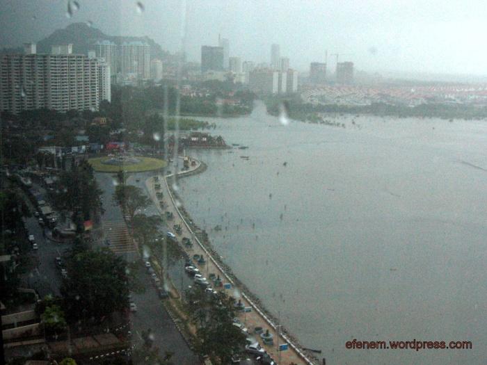 blog - hujan gurney